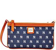 Dooney & Bourke MLB Yankees Large Slim Wristlet - A280122