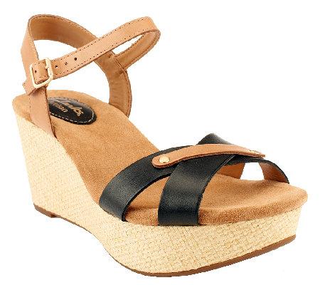 Clarks Artisan Leather Wedge Sandals Caslynn Regina