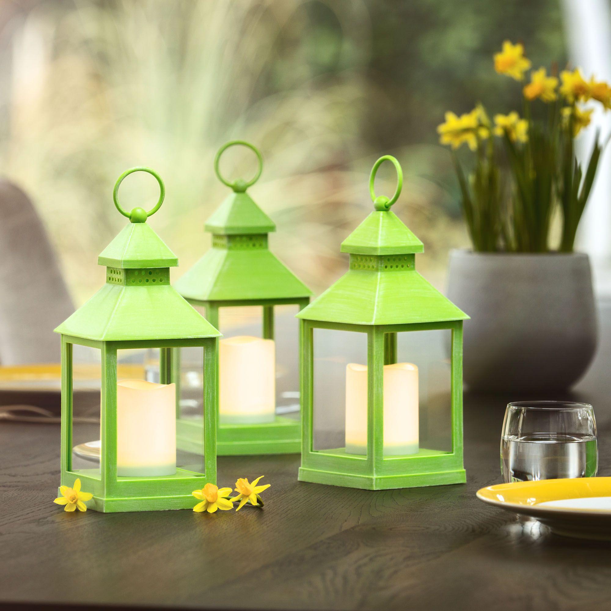 776155 Schöne Kerze Leuchtet In Verschiedenen Farben Dekorationen