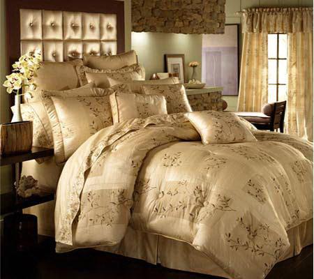 Croscill Silk Blossoms California King Comforter Set