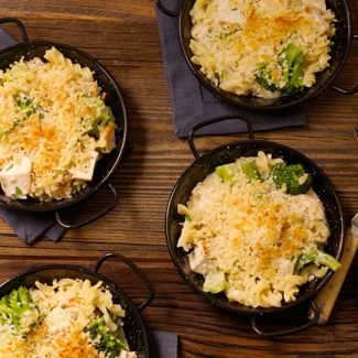 Smoked Chicken with Broccoli in Creamy Pasta Sauce