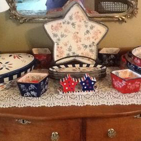 Temp-tations Red, White & Blue 13x9 Baker w/Lid-it & Metal Rack
