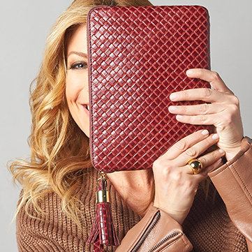 Handbags Carry off sophisticated & modern designs