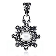 Suarti Collection Pearl Flower Pendant Sterling Silver