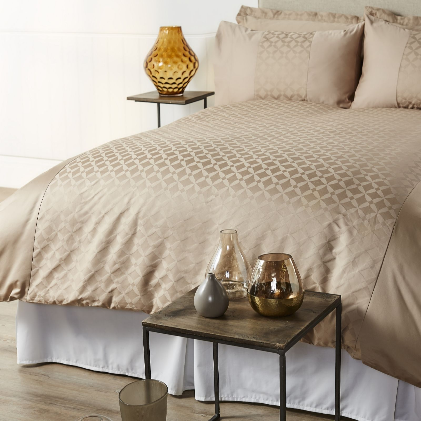 Kelly Hoppen 800TC Egyptian Cotton Amalfi Jacquard 6 Piece .