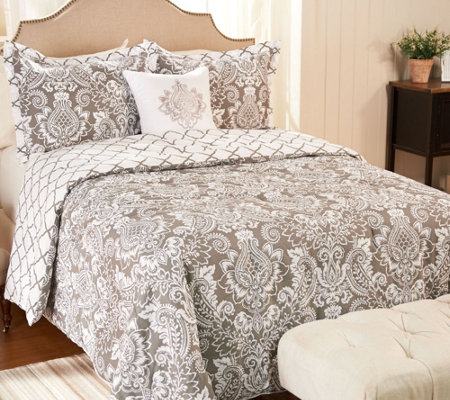 qvc bedroom sets 4 pineapple medallion bedding set by valerie 13033