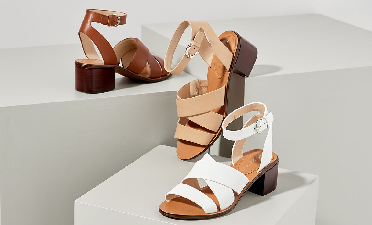 Woman's sandal with T strap and platform in platinum, silver and copper leather heel 10