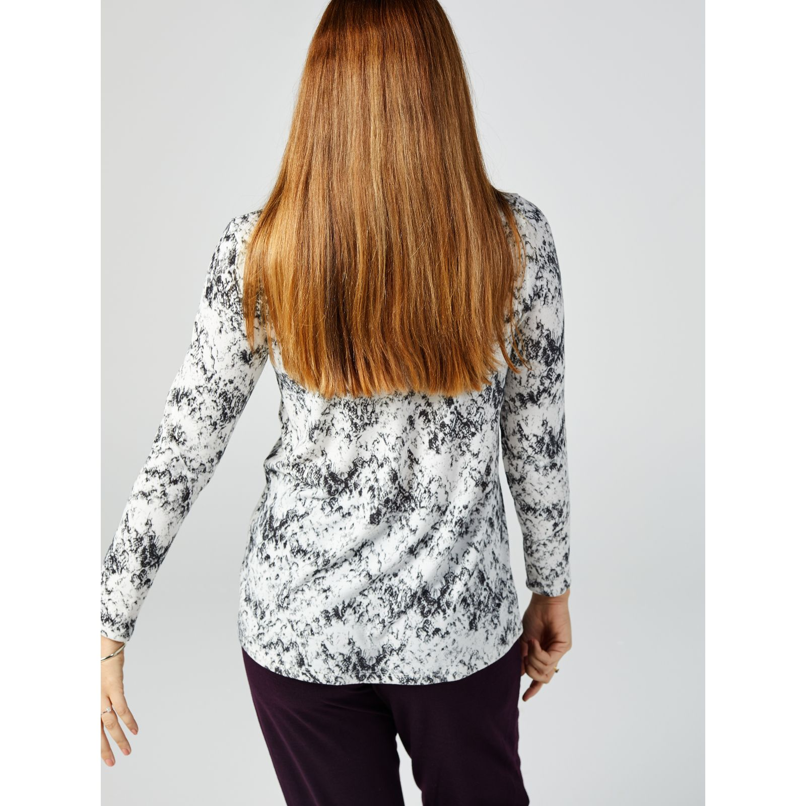 57a83c64bca8 Kim   Co Soft Touch Sweet V Neck Long Sleeve Tunic w  Infinity Scarf - QVC  UK
