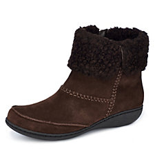 Outlet Clarks Fianna Joy Ankle Suede Boot Wide Fit