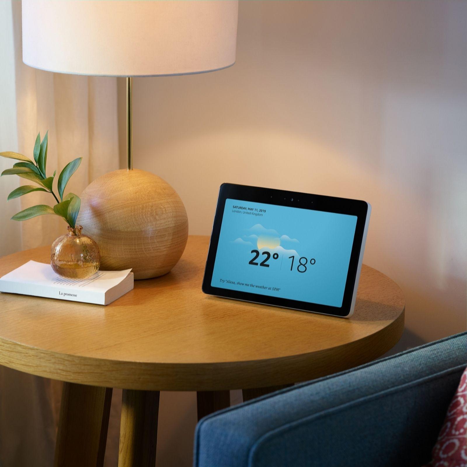 Amazon Echo Show 2nd Gen Smart Speaker with Alexa & Philips Hue Bulb - QVC  UK